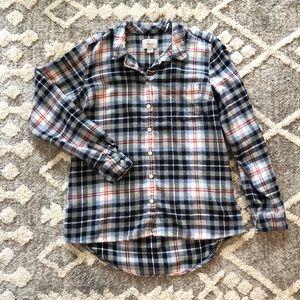 G.H. Bass & Co. medium plaid button up flannel